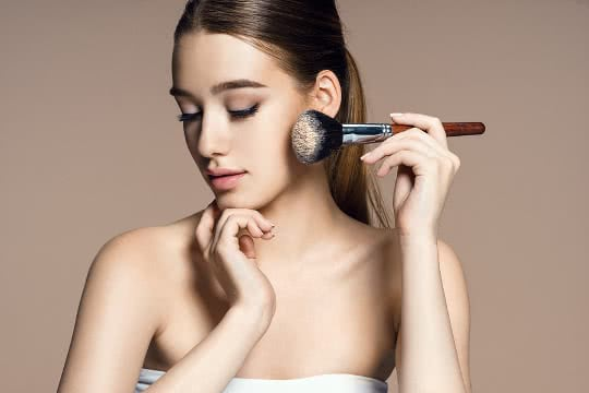 How to Apply Face Powder Evenly