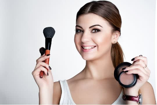 Is Mineral Foundation Good for Sensitive, Acne-Prone Skin?