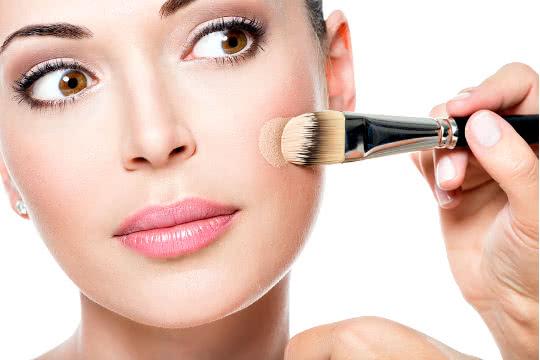 Can Sensitive, Acne-Prone Skin Tolerate High-Coverage Foundations?