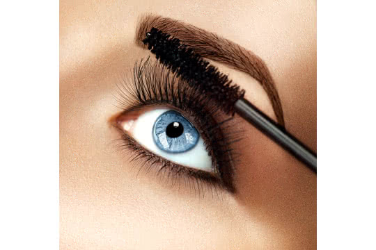 Which Mascara Should I Use if I Have Sensitive Eyes?