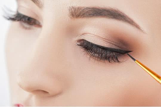 Should I Put Eyeliner On My Lower Lash Line