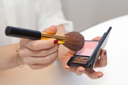 How Do I Choose the Right Shade of Blush?