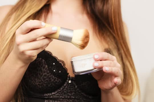 What's the Best Way to Apply Loose Powder?