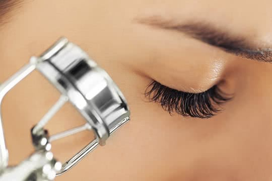 Should I Curl My Lashes Before or After Applying Mascara?
