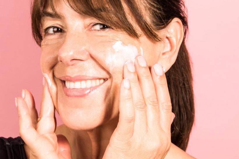 model applying moisturiser